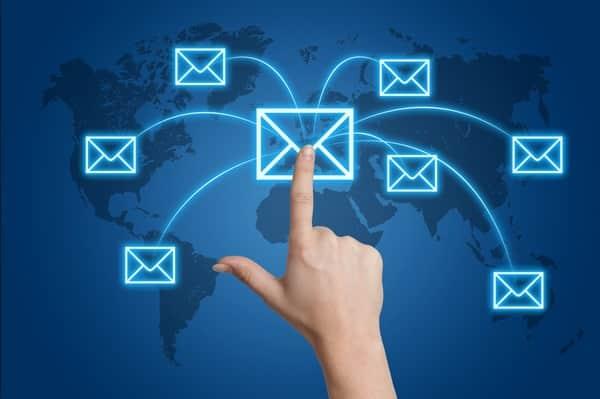 Email có tốc độ gửi và nhận siêu nhanh, nó cho phép người dùng có thể trao đổi thông tin gần như ngay lập tức