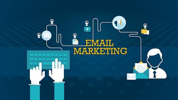 Email Marketing là cách mà doanh nghiệp thực hiện việc tiếp cận, quảng bá sản phẩm hay dịch vụ đến khách hàng thông qua Email