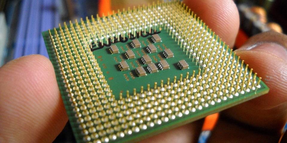 Chọn server có nhiều CPU