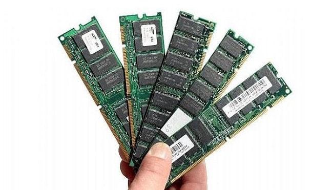 RAM thường là chip nhớ được hàn cứng vào bảng mạch